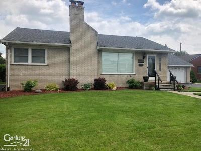 St. Clair Shores Single Family Home For Sale: 23200 Jefferson