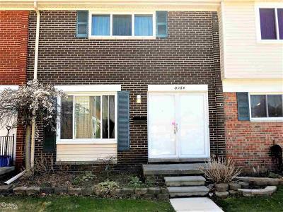 Warren Condo/Townhouse For Sale: 8260 Farnum Circle