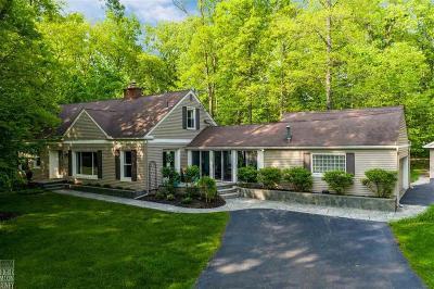 Farmington Hills Single Family Home For Sale: 28150 Wildwood Trl