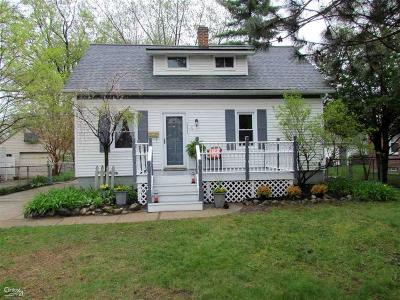 Royal Oak Single Family Home For Sale: 2332 Ardmore Ave