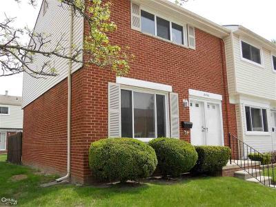 Warren Condo/Townhouse For Sale: 8098 Farnum