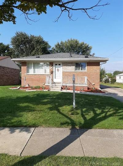 Clinton Twp, Harrison Twp, Roseville, St. Clair Shores Single Family Home For Sale: 27919 Roy
