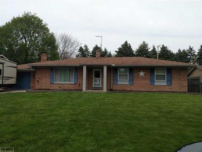 Harrison Twp MI Single Family Home For Sale: $209,990