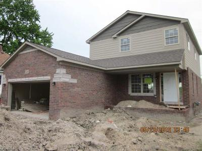 St. Clair Shores Single Family Home For Sale: 22426 Glen