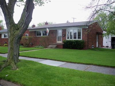 Macomb County Single Family Home For Sale: 24764 Mabray