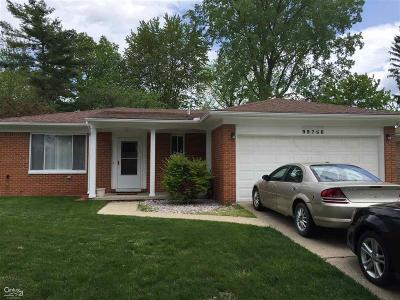 Sterling Heights Single Family Home For Sale: 39756 Pinebrook