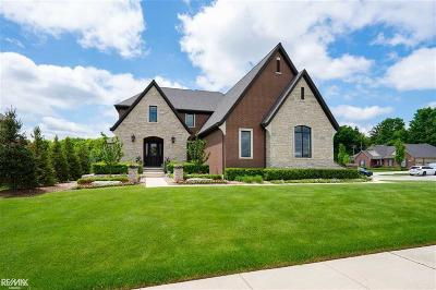 Macomb Twp Single Family Home For Sale: 61393 Admiral Dr.
