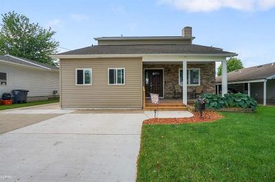 Harrison Twp MI Single Family Home For Sale: $425,000