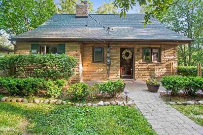 Oakland County Single Family Home For Sale: 1084 Forest Lake Blvd