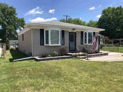 St Clair Shores, Roseville, Fraser, Clinton Twp, Harrison Twp Single Family Home For Sale: 23397 Deanhurst
