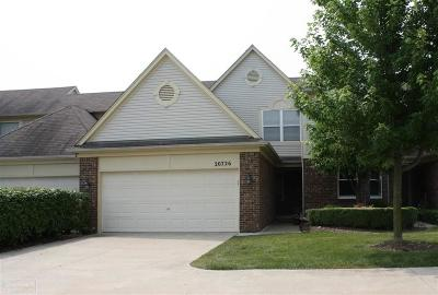 Macomb Twp Condo/Townhouse For Sale: 20726 Sleepy Hollow