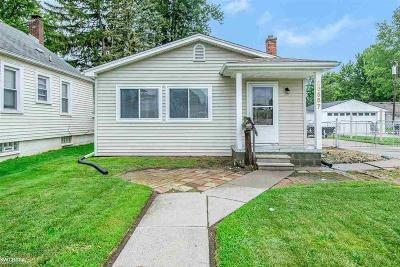 Madison Heights MI Single Family Home For Sale: $120,000