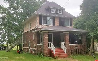 Single Family Home For Sale: 585 S Almont