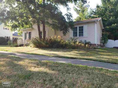 Single Family Home For Sale: 105 E Aldrich St