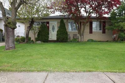 Macomb County Single Family Home For Sale: 26640 Oak St.