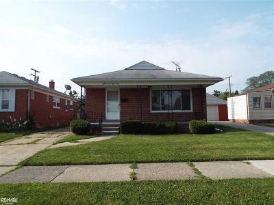 Macomb County Single Family Home For Sale: 18284 Oak St.