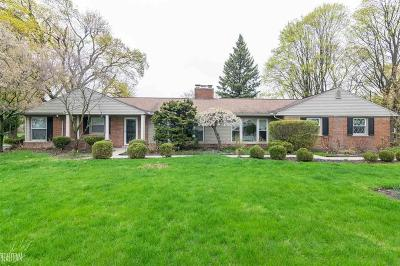 West Bloomfield Single Family Home For Sale: 2038 N Hammond Lake