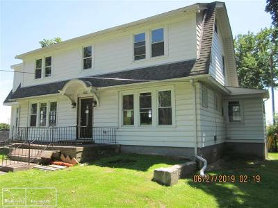 Clinton Twp, Harrison Twp, Roseville, St. Clair Shores Single Family Home For Sale: 19904 McKinnon