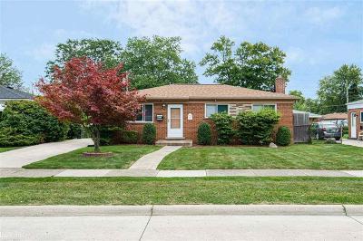 Warren Single Family Home For Sale: 25036 Roan Avenue