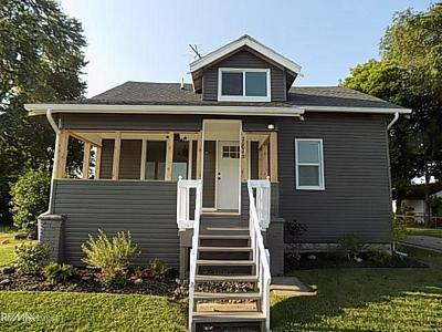 Macomb County Single Family Home For Sale: 20043 Ellis
