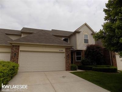 Macomb Twp Condo/Townhouse For Sale: 20729 Kenmare Dr