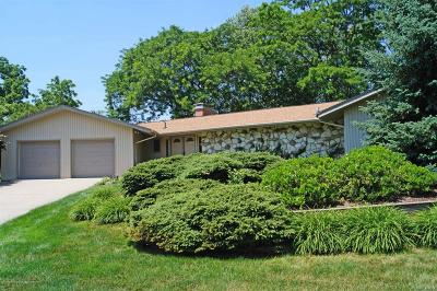 Lansing Single Family Home For Sale: 1525 Walnut Heights Drive