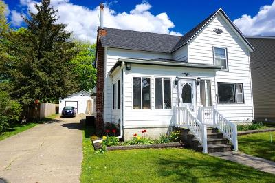 Holly Single Family Home For Sale: 303 S Saginaw Street
