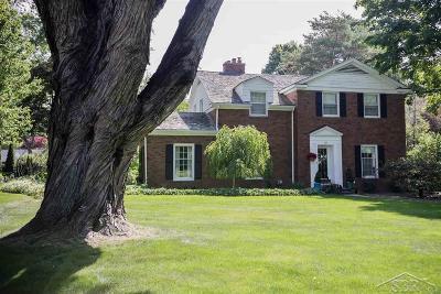 Saginaw Single Family Home For Sale: 49 Davis