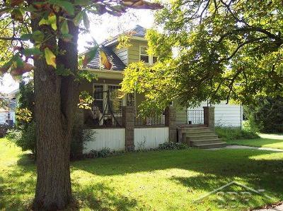 Carrollton Single Family Home For Sale: 735 Mapleridge