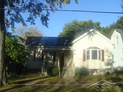 Bay City Single Family Home For Sale: 214 S Warner