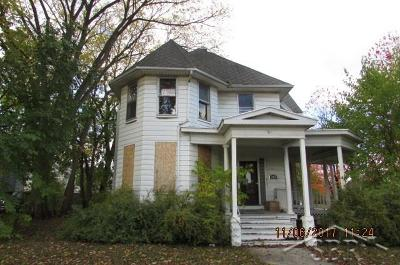 Bay City Single Family Home For Sale: 319 N Van Buren
