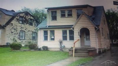Flint Single Family Home For Sale: 832 Clinton