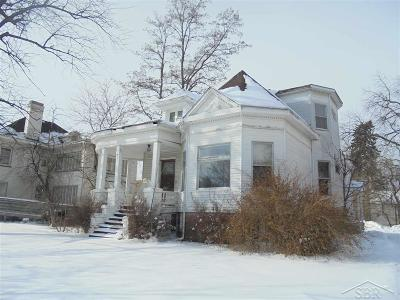 Saginaw Single Family Home For Sale: 813 S Michigan