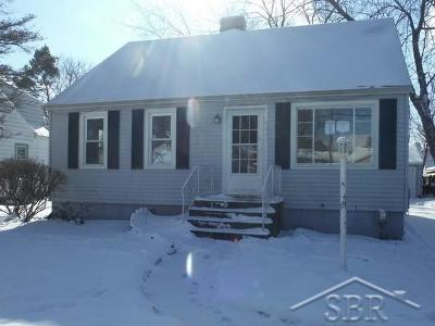 Saginaw Single Family Home For Sale: 441 Jameson St