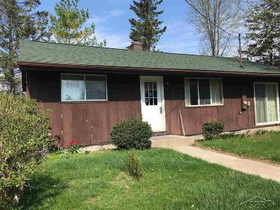 Saginaw Single Family Home For Sale: 105 McCarthy