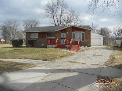 Saginaw Single Family Home For Sale: 9 Huntley Ct