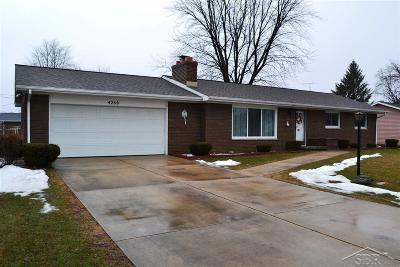 Saginaw Single Family Home For Sale: 4260 Bradford Dr