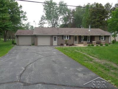 Saginaw Single Family Home For Sale: 395 N Gleaner