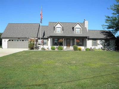 Freeland Single Family Home For Sale: 7622 N River