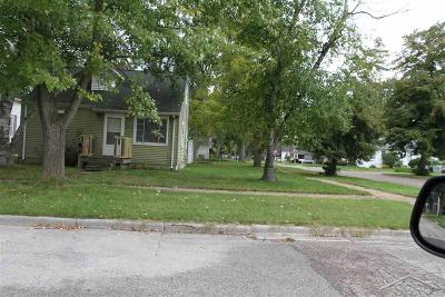 Saginaw Single Family Home For Sale: 527 N Andre
