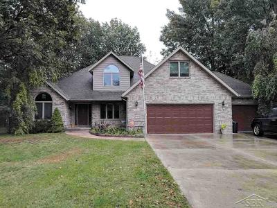 Saginaw Single Family Home For Sale: 1915 E Lake Circle