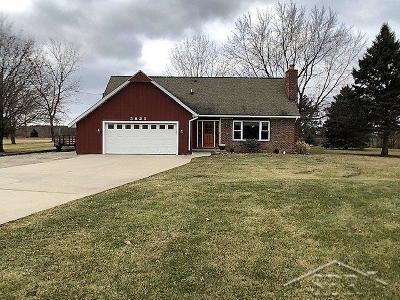 Saginaw Single Family Home For Sale: 5825 Mackinaw