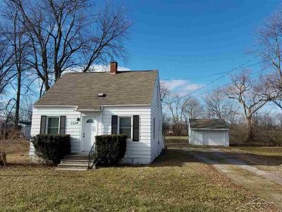 Saginaw MI Single Family Home For Sale: $42,500