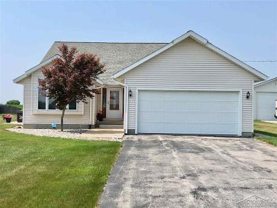 Bay City Single Family Home For Sale: 5934 S Fraser