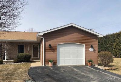 Freeland Condo/Townhouse For Sale: 8251 Midland