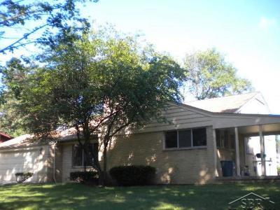 Saginaw MI Single Family Home For Sale: $110,000