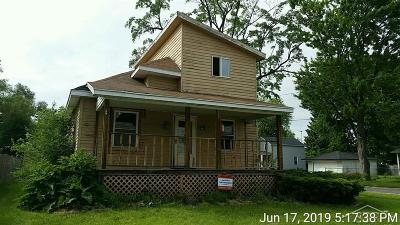 Saginaw Single Family Home For Sale: 223 N Bates