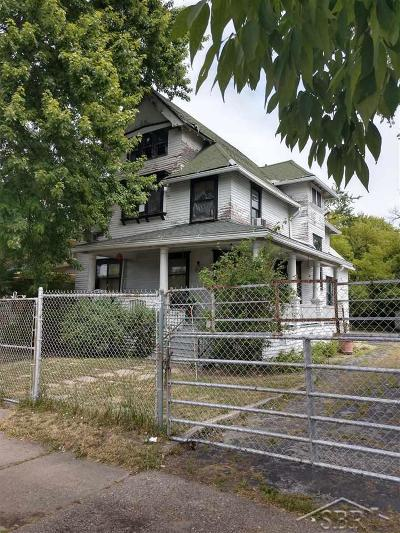 Saginaw Single Family Home For Sale: 1510 E Genesee Ave.