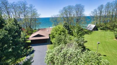 Manistee County Single Family Home For Sale: 2624 Lakeshore Road