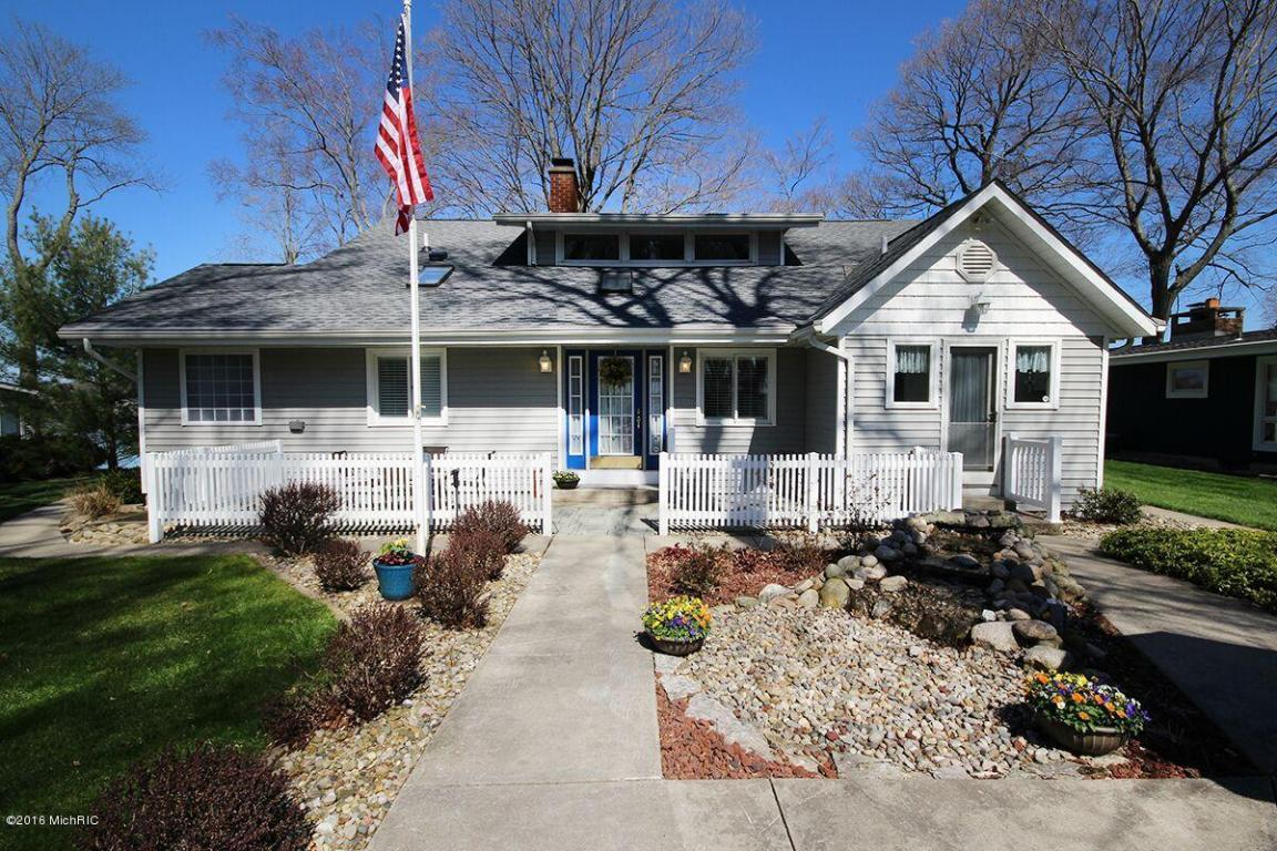 Image is an exterior shot of the described Diamond Lake home for sale in Cassopolis, Michigan.